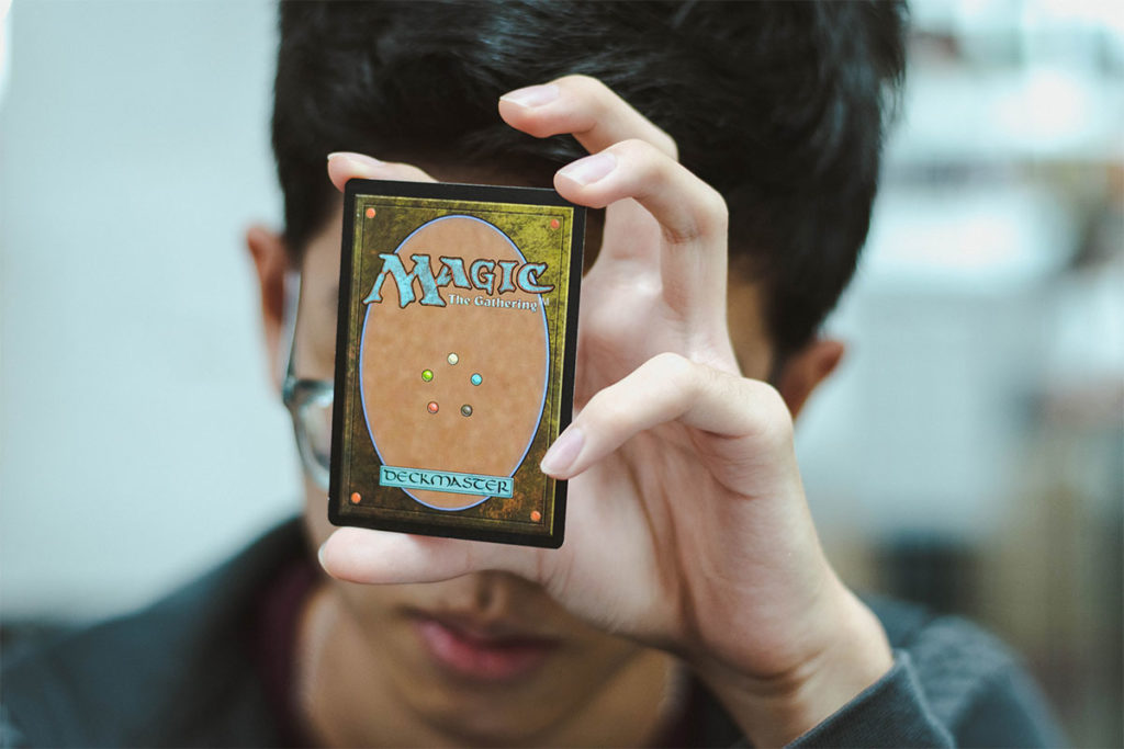 Avalon Roma - Ragazzo gioca a Magic The Gathering